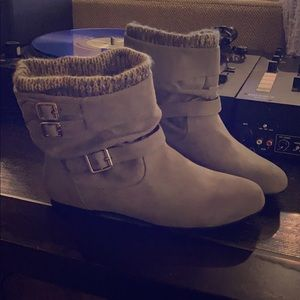 Heather grey ankle booties! Size 7.5